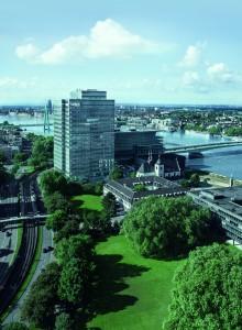 Erst im letzten Jahr zog die Firmenzentrale von Leverkusen nach Köln in den repräsenattiven Lanxess-Tower um. (Bildquelle: Lanxess)