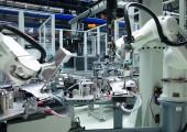 Automatisierte Fertigung robuster Mehrkomponenten-Teile für den Motorraum
