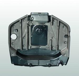 Auf der Unterseite einer Motorabdeckung befinden sich der aufgeschweißte Dämmstoff und die Luftleitplatten. Beide zusammen dämpfen die Motorgeräusche und führen den Kühlluftstrom gezielt zum Motor und seinen Nebenggregaten. (Bildquelle: Bohnert)