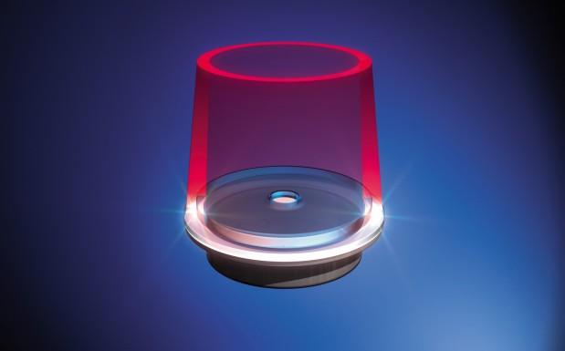 Simultan-Laserschweißen: Der Laserstrahl wird durch optische Elemente der Fügekontur angepasst. Die Bestrahlung erfolgt simultan ohne zusätzliche Bewegung durch ein Achssystem. Die thermische Belastung der Fügezone ist hier mit am höchsten. (Bildquelle: Leister)