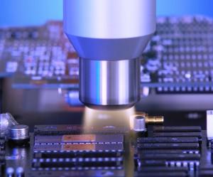 Fakuma 2015: Potenzialfreie Vorbehandlung elektronischer Bauteile