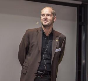 """Karl-Heinz Mäder, Sales Manager von FPT: """"Eine flexible vollautomatisierte Produktion gewährleistet das Optimum an Produktivität."""" (Bildquelle: FPT)"""