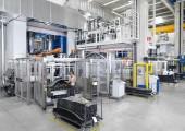 Maßgeschneiderte HD-RTM-Maschine für carbonfaserverstärkte Bauteile