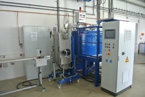 Vertikale Silikonextrusionsanlage (Bildquelle: IfW Kassel)