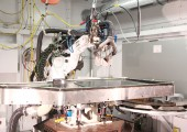 Automatisierter Trennprozess für großformatige 3D-CFK-Bauteile