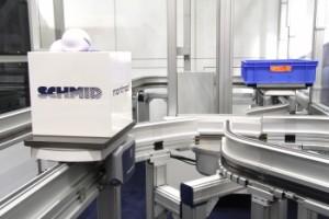 Spritzgießmaschinen mit Lagersystem verbunden
