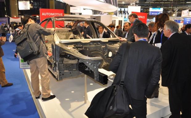 JEC World Bild 1: SGL zeigte auf der JEC World in Paris die Leichtbau-Karosserie des neuen 7er BMW. Vor allem an den Dachstreben kamen die Sigratex-Carbon-Gelege des Unternehmens zum Einsatz.  (Bildquelle: David Löh/Redaktion Plastverarbeiter)