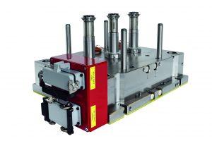 Die Heiße Seite des 24-fach-Werkzeugs für die Spritzenkörper mit 1 ml Volumen hat radiale Heißkanaldüsen, die auch bei eingebautem Werkzeug leicht zugänglich sind. (Bildquelle: Ewikon)