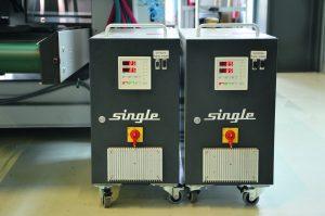 Diese Temperiergeräte aus dem Spritzgießpaket der ersten Generation sind zuverlässig im Einsatz bei Si-Tech Singer. (Bildquelle: Single)