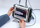 Mobiles Ultraschallgerät für zerstörungsfreie Materialprüfung
