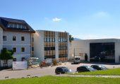 Das neue Bürogebäude am Stammsitz Nußbach steht kurz vor der Fertigstellung. (Bildquelle: Haidlmair)
