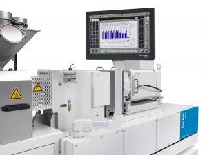 Die Bediensoftware mit ihrer übersichtlichen Menüstruktur führt den Maschinenbediener durch alle Prozesse. (Bildquelle: Krauss Maffei)