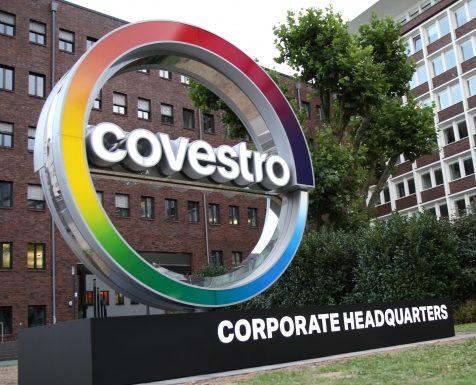 Der Konzern muss seine Jahresprognose 2020 aufgrund der Coronakrise anpassen. Zudem werden die Sparmaßnahmen forciert und die Investitionen gesenkt. (Bildquelle: Covestro)