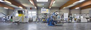 Die Verarbeitung von PET-Produktionsabfällen senkt die Produktionskosten erheblich. (Bildquelle: NGR)