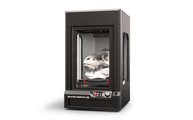 Der Makerbot Replicator von Makerbot,New York, gehört zu den bekanntesten 3D-Druckern. Auch wenn der Name anderes suggeriert: Statt heißem Zitronentee serviert dieser Replikator nur Objekte aus ABS oder PLA, die er mittels FDM-Verfahren herstellt. (Bildquelle: Makerbot)