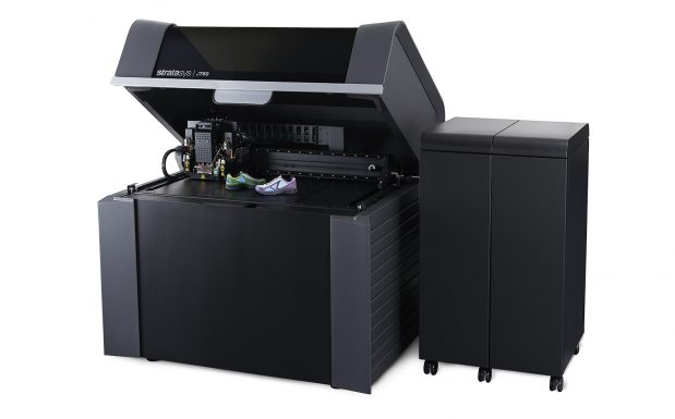 Der J750 ist das derzeitige Highend-Polyjet-Gerät von Stratasys, Rheinmünster. Es verarbeitet sechs Materialen zugleich und erreicht dabei Schichtstärlen von 0,014 mm. Die Bauteile können dabei bis zu 490 x 390 x 200 mm groß werden. (Bildquelle: Stratasys)