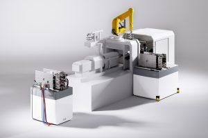 Stäubli zeigte auf der K 2016 mit Quick Mould Change ein System, das ein zum Wechsel vorgesehenes Werkzeug vorbereit, den Wechsel durchführt und das abgerüstete in die gewünschte Servicestation bringt. (Bildquelle: Stäubli)
