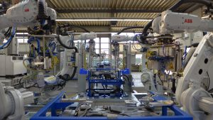 Roboter veredeln Kunststofftanks