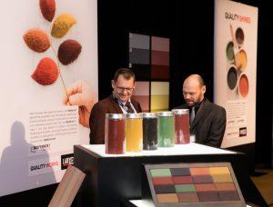 Begeleitende Ausstellung: Am Rande des  Symposiums wurden Innovationen im Bereich Eisenoxidpigmente vorgestellt.