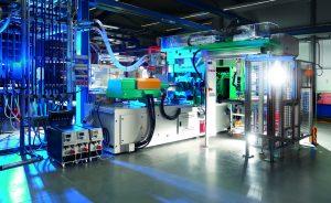 Die CAQ-Software ist auch mit dem Manufacturing-Execution-System ALS des Spritzgießmaschinenherstellers Arburg, Loßburg, verbunden. Der Datenaustaustausch läuft über das Schnittstellen-Modul Compact.Net. (Bildquelle: Fischer)