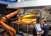 Im Prozess-Entwicklungszentrum wurde der Press- und Hinterspritz-Prozess umgesetzt. (Bildquelle: TUD/ILK)