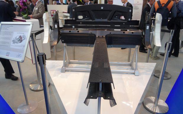 Diese Strukturbauteile eines Audi R8 Spyder basieren auf einem Schaumkern aus Evoniks Rohacell Triple F. Das Material eignet sich für komplexe 3D-Bauteile und lässt sich im Hochdruck-RTM- oder im Nasspressverfahren verarbeiten. (Bildquelle: David Löh/Redaktion Plastverarbeiter)