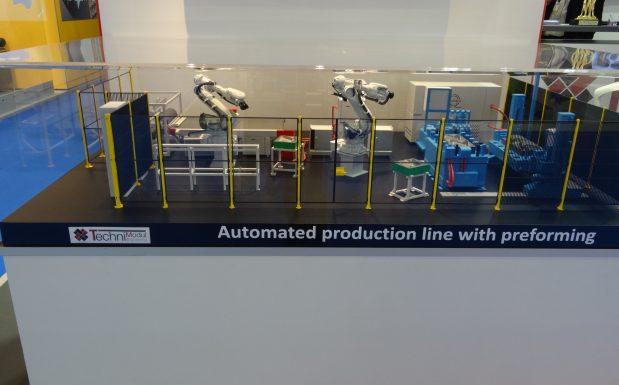 So stellt sich der auf Leichtbau spezialisierte Anlagenbauer Techni Modul Engineering, Frankreich, eine vollautomatisierte Anlage für Leichtbauteile vor. Sie beginnt mit dem Herstellen der Preforms und endet nach dem RTM-Prozess. (Bildquelle: David Löh/Redaktion Plastverarbeiter)