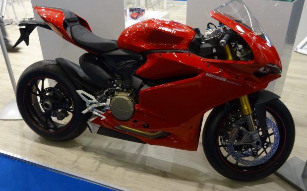 Die Ducati 1299 Superleggera ist ohnehin schon die Leichtbau-Variante der 1299. Zusätzlich bekam sie einen Rücksitzrahmen sowie eine Einarmschwinge aus Composites. (Bildquelle: David Löh/Redaktion Plastverarbeiter)