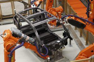 Die Carbon-Karosserie des BMW i3 stellt der Autobauer vollautomatisiert her. (Bildquelle: BMW)