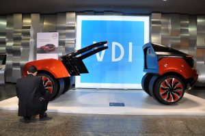 Zukunftsschau und Blick aufs Detail: Der VDI-Kongress Kunststoffe im Automobilbau 2017 ermöglichte beides.  (Bildquelle: Redaktion Plastverarbeiter / David Löh)