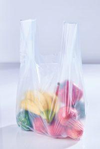 Heimkompostierbar, dünn und dennoch reißfest sowie bis zu 40 % biobasiert – mit diesen Eigenschaften können zum  Beispiel Obst- und Gemüsebeutel aus den neuen Bio- Compounds  sogar die strengen Forderungen des französischen Energiewendegesetzes erfüllen. (Bildquelle: FKuR)