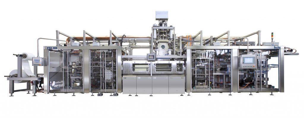 Die Form-, Füll- und Schließmaschine FSL 48 ermöglicht das hygienische Abfüllen und Verpacken insbesondere von Molkereiprodukten bei zugleich brillanter IML-Dekoration der thermogeformten Becher unterschiedlichster Geometrie. (Bildquelle: Illig)