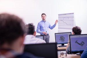 Eine englische Universität sowie eine deutsche Fachhochschule bieten mit EOS eine Ausbildung zum Applikationsingenieur für die Additive Fertigung an. Die Ausbildung bietet theoretische und praktische Inhalte und soll den Mangel an Fachkräften für den industriellen 3D-Druck abbauen. (Bildquelle: EOS)