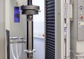 Prüfung von CFK-Rohren (Bildquelle: Zwick)