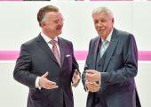 Der neue Vorstandsvorsitzende von Evonik, Christian Kullmann (l.), und der Aufsichtsratsvorsitzende, Dr. Werner Müller auf der Hauptversammlung von Evonik am Dienstag 23.05.2017 in Essen. (Bildquelle: Evonik)