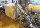 Anlagenmodule mit Waschtrommel, rechts, Friktionsabscheider, mittig, sowie eingehauster Schneidemühle, links. (Bildquelle: B+B Anlagenbau)