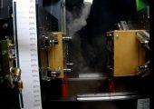Bei einer Werkzeugtemperatur von 90 °C herrscht keine konstante Durchströmung mehr. Die Verwirbelungen treten vor allem unmittelbar nach der Werkzeugöffnung auf. Nach vier Sekunden pendelt sich der Strömungsfluss wieder ein.