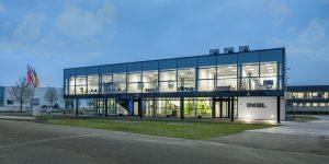 Am 9. und 10. Mai eröffnete Engel gemeinsam mit rund 200 Gästen seine erweiterte und modernisierte Niederlassung in Hannover. Der Spritzgießmaschinen-Hersteller investierte rund 5 Mio. EUR in den Standort. (Bildquelle: Engel)