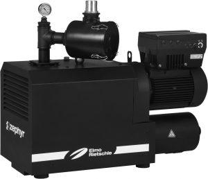 Klauen-Vakuumpumpe mit frequenzgeregeltem IE3 Motor hat ein Saugvermögen von bis zu 370m3/h und erreicht  im Dauerbetrieb ein Endvakuum von 200 mbar (abs). Durch Sound Engineering konnte der Schalldruckpegel reduziert werden. (Bildquelle: Gardner Denver Elmo Rietschle)