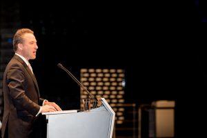 Lanxess-Vorstandsvorsitzender Matthias Zachert präsentiert den Aktionären die Ergebnisse des Geschäftsjahrs 2016. (Bildquelle: Lanxess)