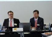 Ralf Winkelmann (l.), Geschäftsführer Vertrieb, und Matthias Fritz, Geschäftsführer Technik bei Fanuc Deutschland, präsentierten die aktuellen Geschäftszahlen und Entwicklungen. (Bildquelle: Redaktion IEE)