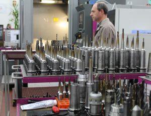 Unternehmen wie etwa TJ Moldes investieren permanent in den Maschinenpark. (Bildquelle: Ralf Mayer, Redaktion Plastverarbeiter)
