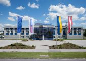 Der Umsatz von Wittmann Battenfeld wuchs im Geschäftsjahr 2016 um 5 Prozent. Damit erfüllt der Hersteller von Spritzgießmaschinen, Robotern und Periepheriegeräten seine selbst gesteckten Ziele. (Bildquelle: Wittmann Battenfeld)