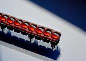 Bei diesem Sicherheitslichtschranken-Array sind mehrere Linsen in einer Fassung exakt zueinander ausgerichtet (Bildquelle: Imos)