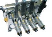 Das nur knapp 1 dm2  kleine Kompaktsystem zur Verarbeitung technischer Kunststoffe (Bildquelle: alle Hasco)