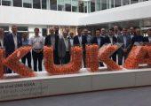 Der FSK traf sich bei Kuka in Ausgburg. Die Fuggerstadt ist Hauptsitz des weltweit agierenden Unternehmens, das bereits Anfang der 1970er Jahre den ersten Industrieroboter mit sechs elektromotorisch angetriebenen Achsen auf den Markt gebracht hat. (Bildquelle: FSK)