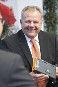 """Hans Wimmer, B&R: """"ABB ist hier deutlich breiter aufgestellt und in mehr als 100 Ländern präsent. Das wollen wir natürlich nutzen, um unsere Technologien und Lösungen noch mehr Kunden anbieten zu können."""" (Bildquelle: Redaktion IEE)"""