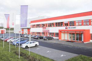 Milacron produziert weiter Ferromatik-Spritzgießmaschinen in seinem Werk in Malterdingen. Ursprünglich war geplant, die Fertigung Ende 2017 in das Werk in Tschechien (im Bild) zu verlegen. (Bildquelle: Milacron)