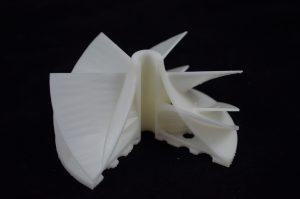 Das Netzwerk 3D-CP forscht daran, additive Fertigung im Mittelstand zu etablieren. Hier zu sehen: ein additiv gefertigtes Turbinenrad zur Verdeutlichung innenliegender Leichtbaustrukturen. (Bildquelle: Fraunhofer IPA)