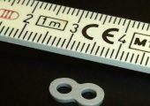 Die Mikro-Osteosyntheseplatte weist ein Teilegewicht von 0,078 g auf. (Bildquelle: Boy)